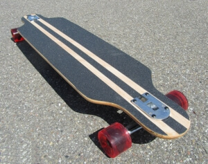 Dropthrough Longboard mit Cutouts